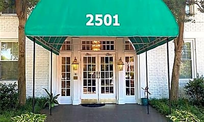 2501 Roswell Ave 301, 1