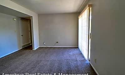 Living Room, 1273 Riverside Ave, 1