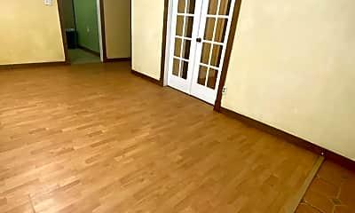 Living Room, 614 W Weatherbee Rd, 1