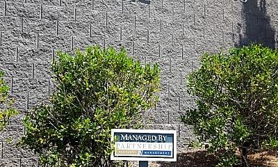 Larchmont Apartments, 1