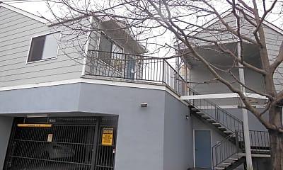 Building, 400 Laurel St, 1