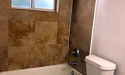 Bathroom, 3011 N Andrews Ave, 2