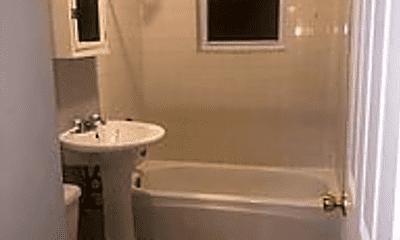 Bathroom, 3425 W Shakespeare Ave, 2