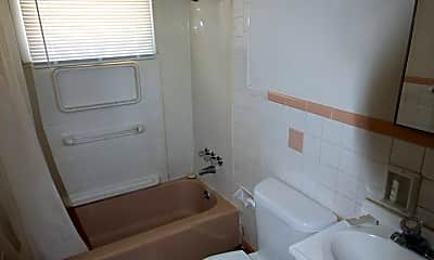Bathroom, 506 E Pierce St, 2