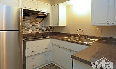 Kitchen, 67 Brees, 2