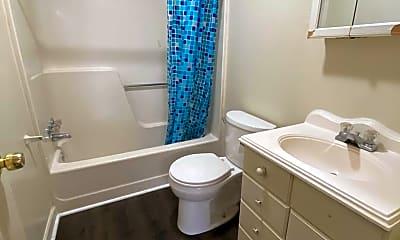 Bathroom, 610 W Philadelphia St, 2