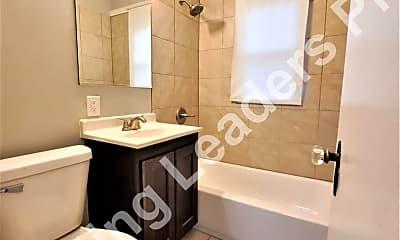 Bathroom, 894 Louisiana St, 2