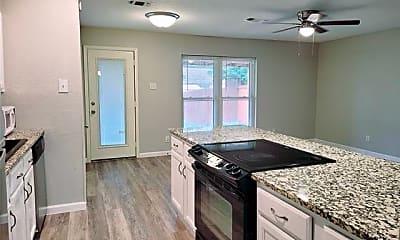 Kitchen, 560 Northridge Dr, 1