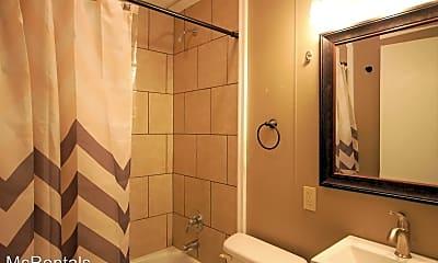 Bathroom, 809 Keeler St, 1