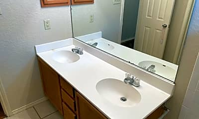 Bathroom, 8463 Timber Belt, 2