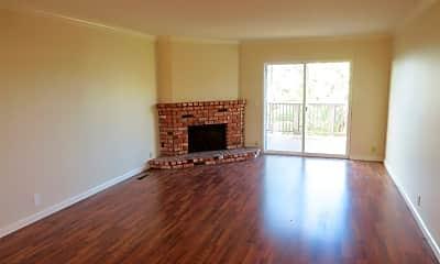 Living Room, 33751 Calle La Primavera, 1