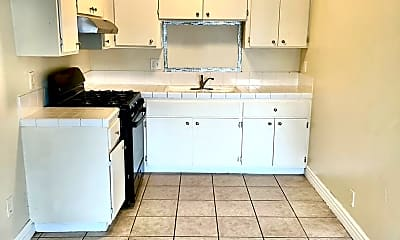 Kitchen, 7642 Vineland Ave, 2