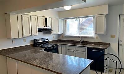 Kitchen, 911 Artistic Cir, 1