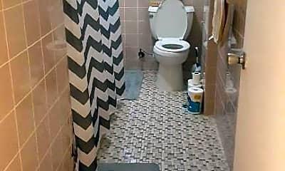 Bathroom, 800 E 14th St, 2