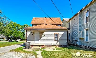 Building, 815 W Franklin St, 2