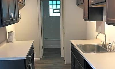 Kitchen, 1402 Grandview Dr, 1