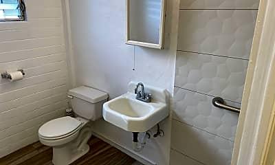 Bathroom, 410 N?hua St, 2