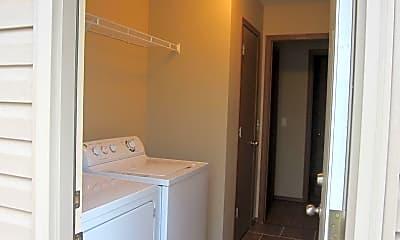 Bathroom, 141 Foxglove St, 2