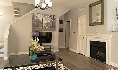 Living Room, 6921 Hazeltine Ave C, 0