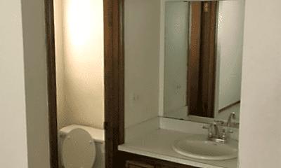 Bathroom, 717 W 7th St, 2