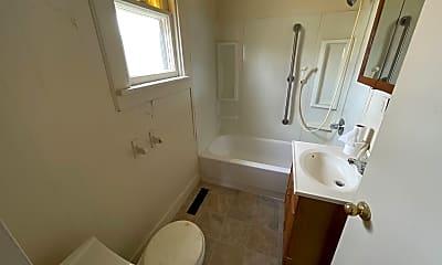 Bathroom, 1516 W 4th St, 2