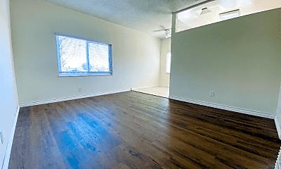 Living Room, 2043 Cloverfield Blvd, 1