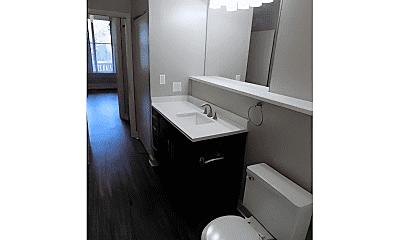 Bathroom, 2140 N Halsted St, 2