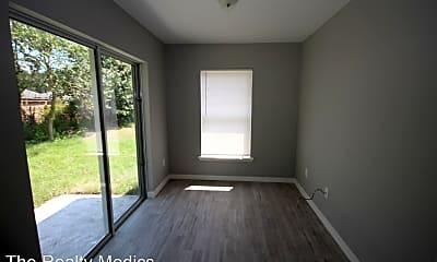 Living Room, 693 Lola Ave, 2
