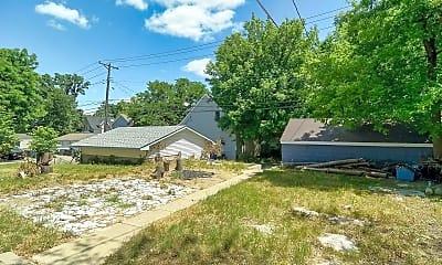 Building, 2650 Fremont Ave N, 2