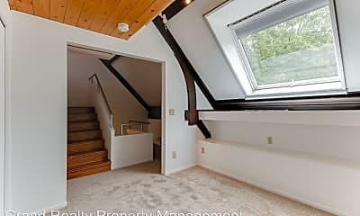 Bedroom, 495 Ashland Ave, 2