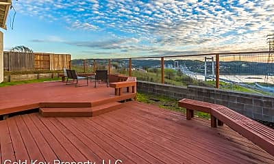 Patio / Deck, 121 Wellington Pl, 2