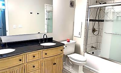 Bathroom, 555 N Dupont Ave, 1