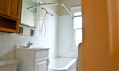Bathroom, 1704 E Locust St, 2