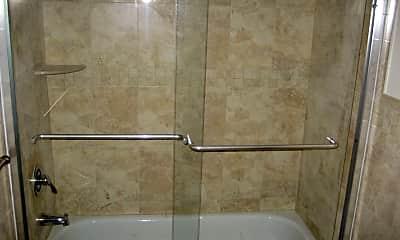 Bathroom, 145 Clifford St, 2