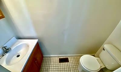 Bathroom, 27 W Franklin St, 2