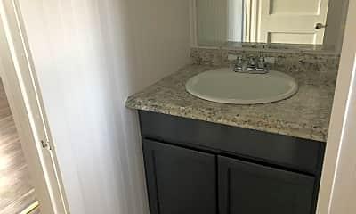 Bathroom, 1124 W Park St, 2