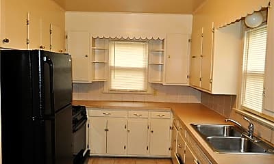 Kitchen, 912 Peerless Ave, 1