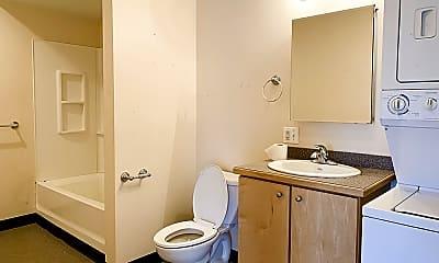 Bathroom, 2699 Guoin St, 2