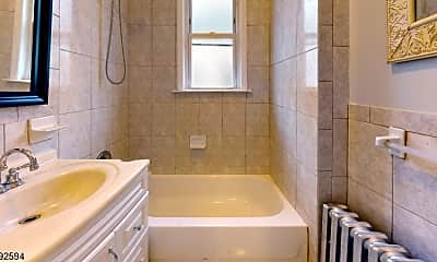 Bathroom, 416-418 Leslie St 4, 2