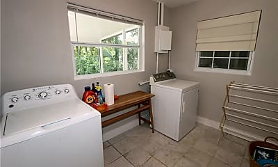 Bathroom, 140 6th St N, 2