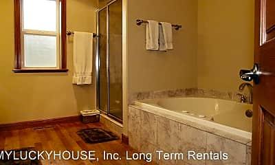 Bathroom, 635 NW Sonora Dr, 2