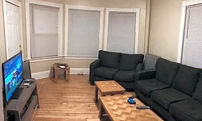 Living Room, 636 Smith St, 2