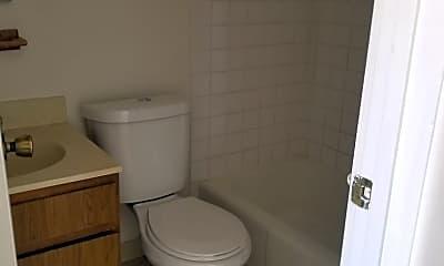 Bathroom, 503 N 2nd St, 1