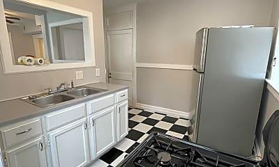 Kitchen, 1006 E 43rd St, 2