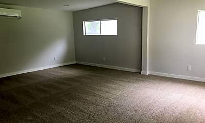 Living Room, 147 Larchmont Dr, 2