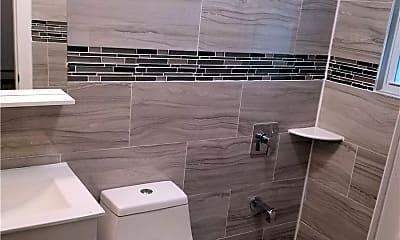 Bathroom, 140-41 Latham Ln, 2