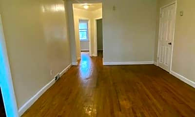 Living Room, 5905 Chinquapin Pkwy, 1
