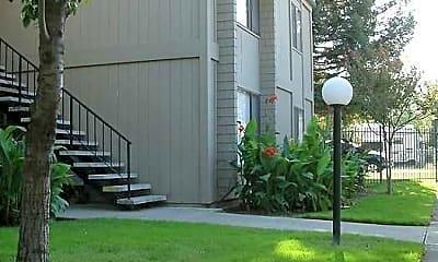 Clover Ridge Apartments, 2