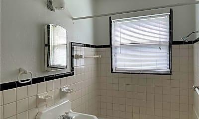 Bathroom, 1010 Arkansas St, 2
