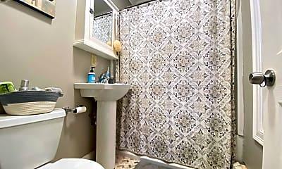 Bathroom, 19 Greenough Ln, 2